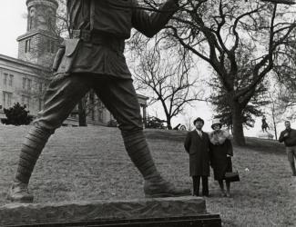 Felix De Weldon and Mrs. Alvin York at the York Memorial