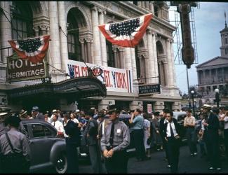 Movie premiere crowd outside Hermitage Hotel